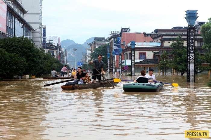 Наводнение в Китае (14 фото)