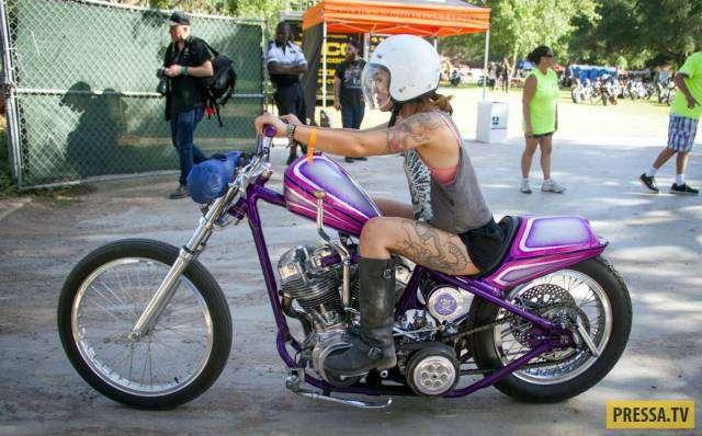 Забавные и красивые мотоциклистки (50 фото)
