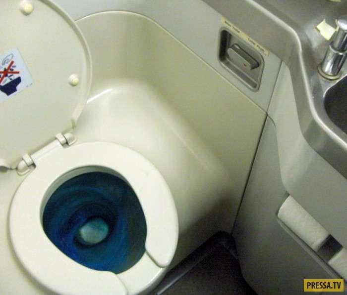 Как работает туалет в самолете (2 фото +1 видео)