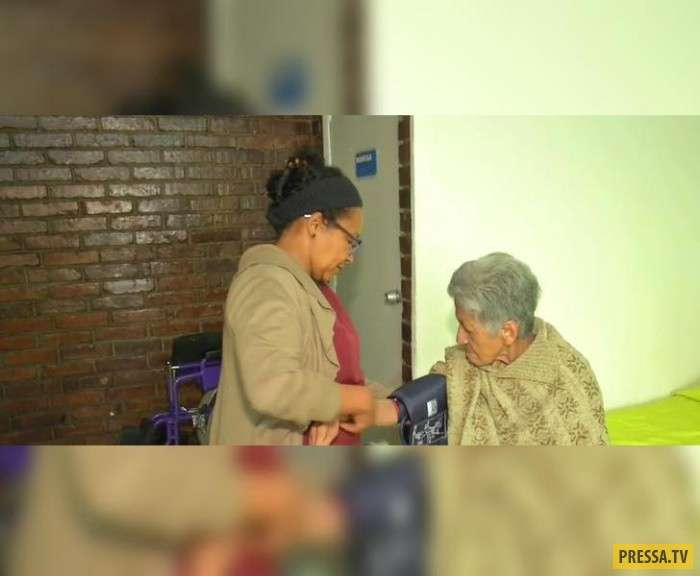 Дети избавились от пожилой матери, купив ей билет в один конец (5 фото)