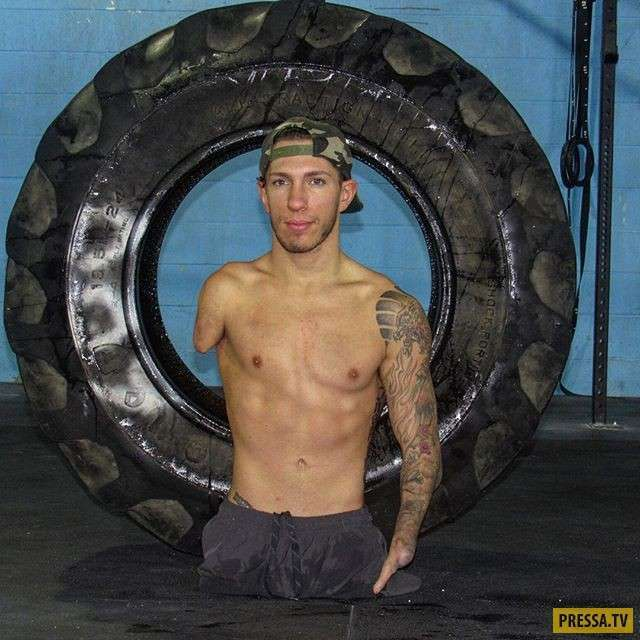 Американский бодибилдер Ник Сантонастассо без ног и руки (16 фото)