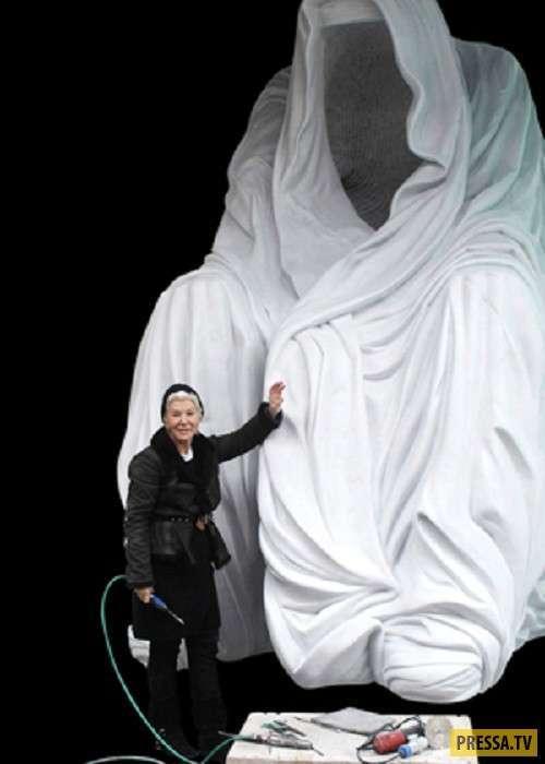 """Необычные скульптуры - """"Плащ совести"""" (14 фото)"""