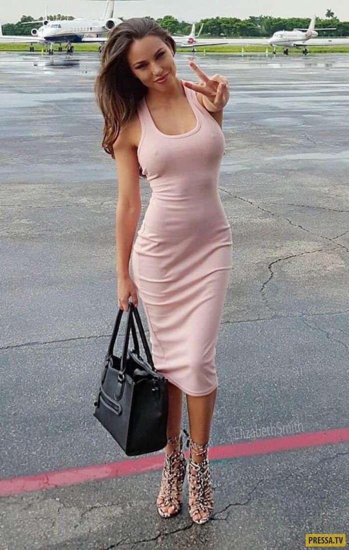 Милые девушки в обтягивающих платьях (38 фото)