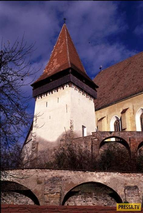 Как спасали браки в средневековой Трансильвании (8 фото)