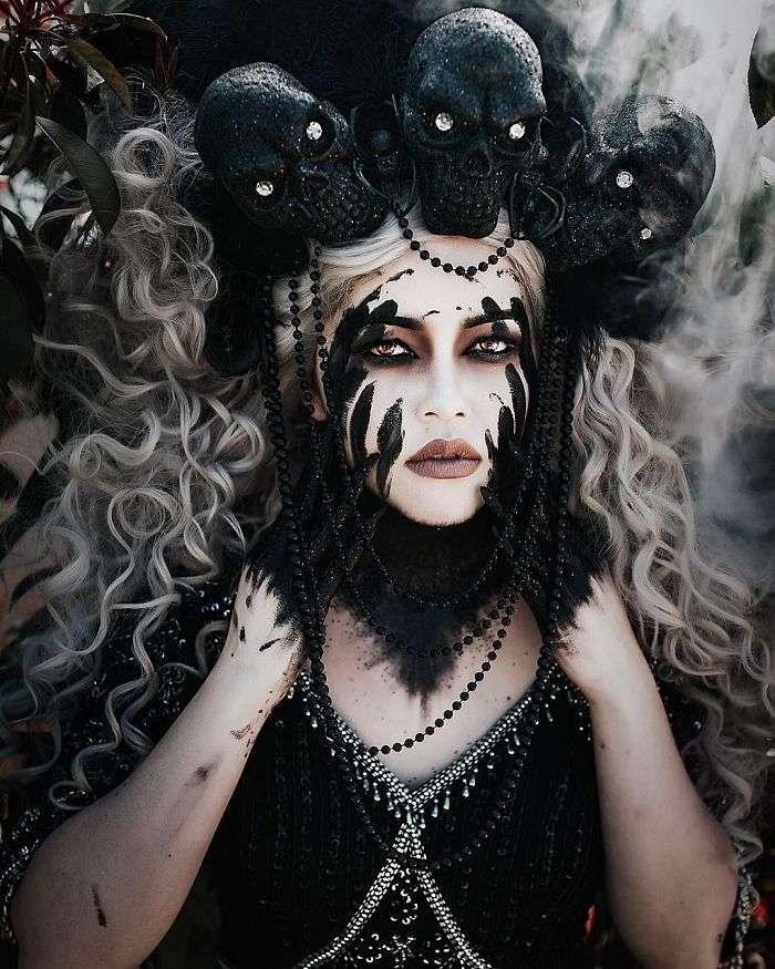Художница самоучка создает ошеломительной красоты головные уборы