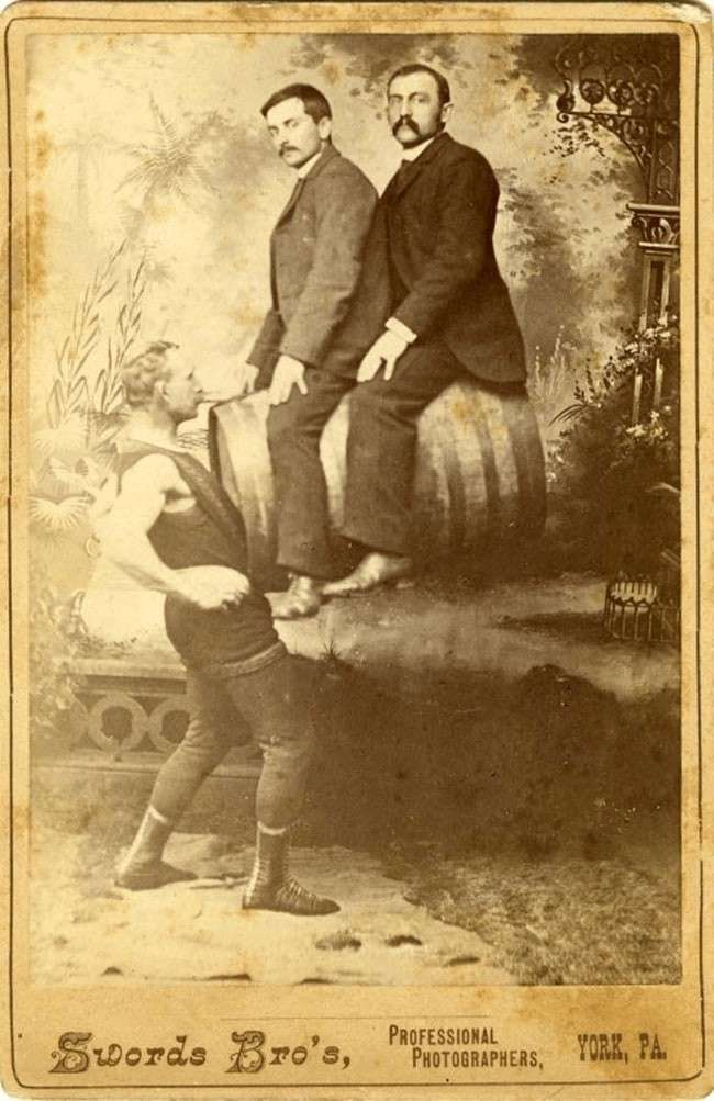 Жуткие фотоснимки цирковых знаменитостей (17 фото)