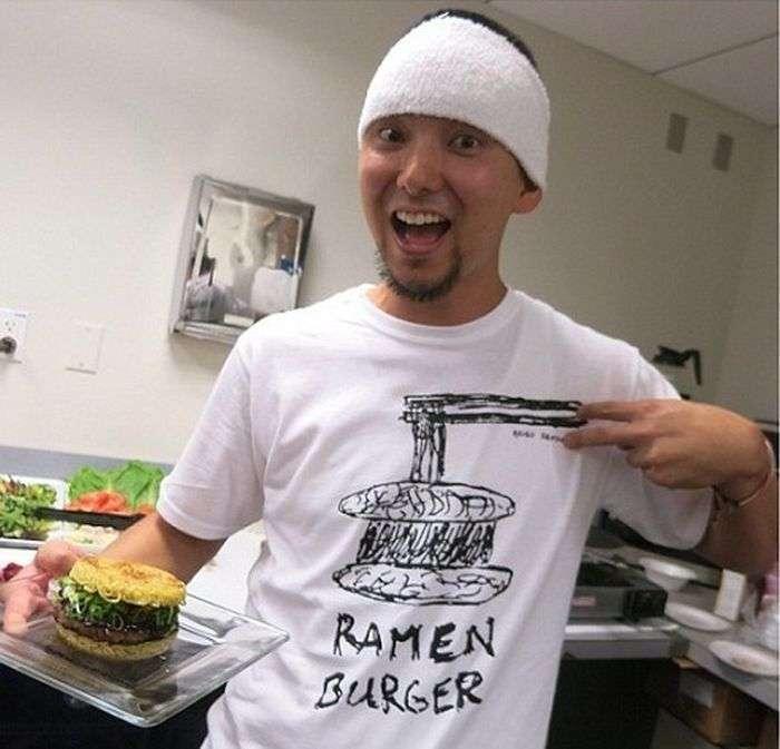 Новый уровень фаст-фуда - бургер из доширака (8 фото)