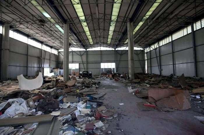 Заброшенный завод De Tomaso в Италии (20 фото)