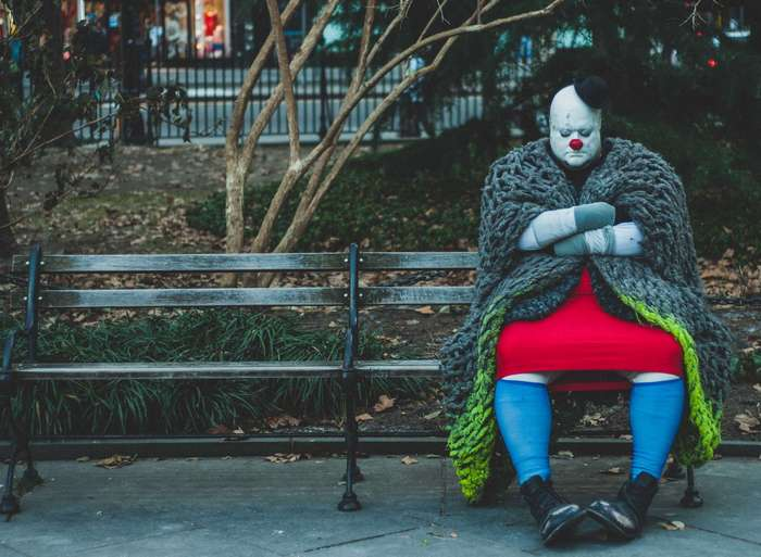С этими клоунами явно что-то не так (22 фото)
