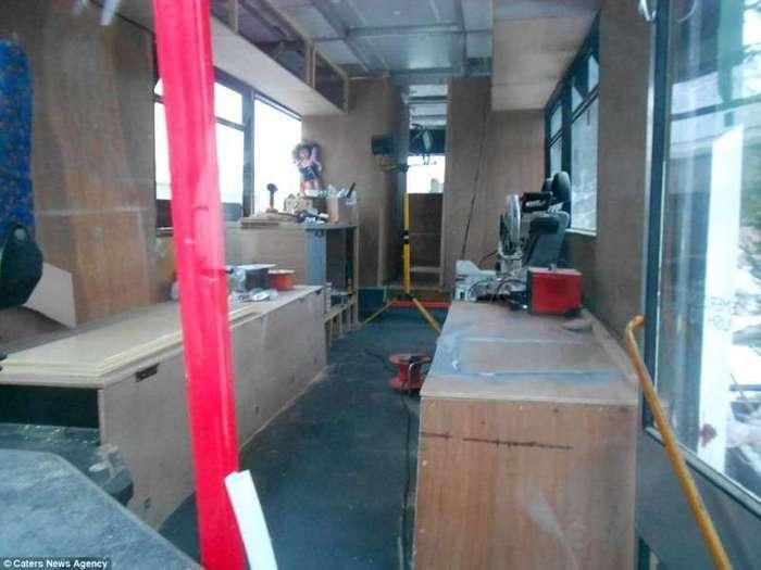Как превратить старый автобус в шикарный дом на колесах (16 фото)