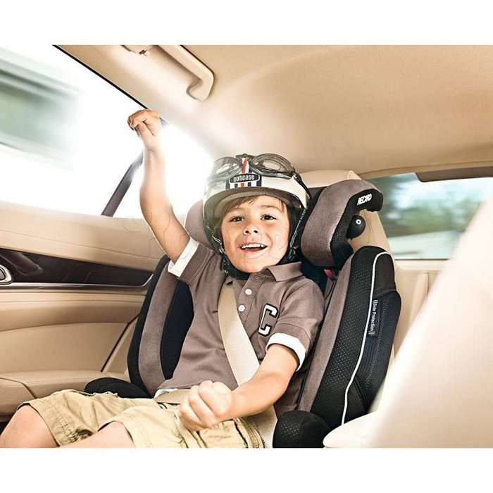 Правительство разрешило перевозить детей от 7 лет без автокресла (2 фото)