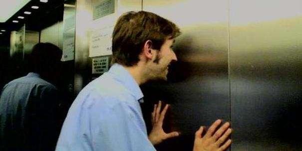 Как я удачно застрял в лифте (1 фото)