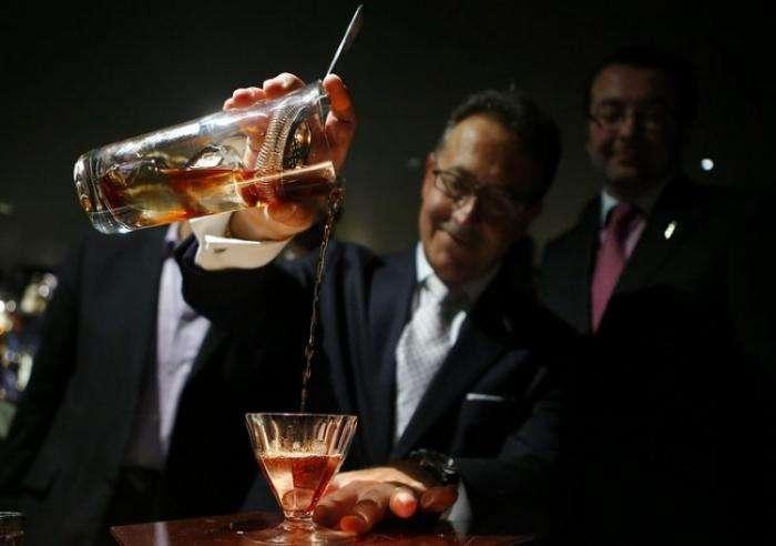 В Лондоне приготовили самый дорогой коктейль в мире (3 фото)
