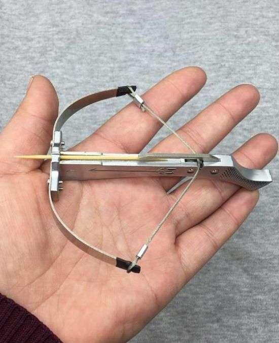 В Китае изымают из продажи мини-арбалеты (3 фото)