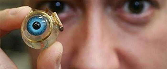 В России впервые человеку вживили электронный глаз