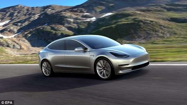Прямо с конвейера: Илон Маск показал первый бюджетный электрокар Tesla Model 3 (5 фото)