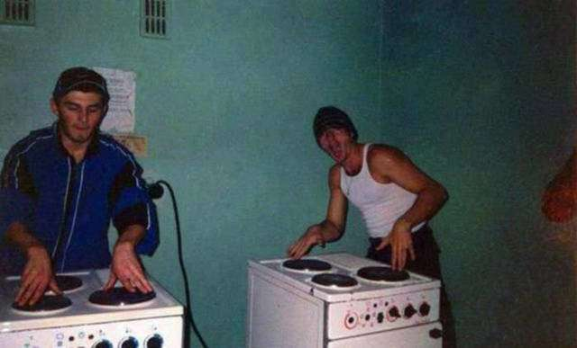 Мужчины развлекаются и делают разные глупости (45 фото)