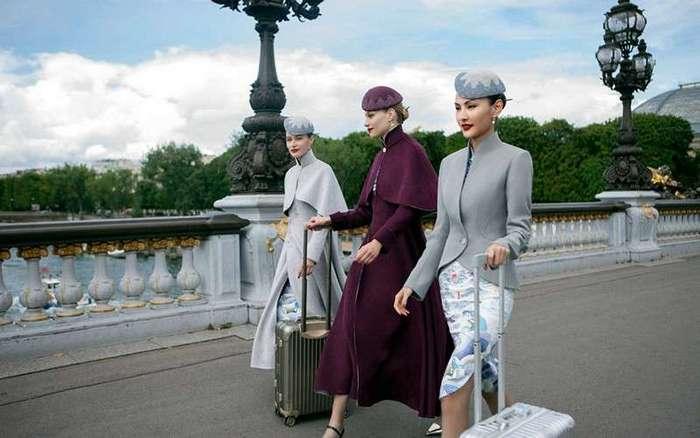 Китайская авиакомпания создала для своих сотрудников униформу, в которой не стыдно продефилировать по модному подиуму (5 фото)