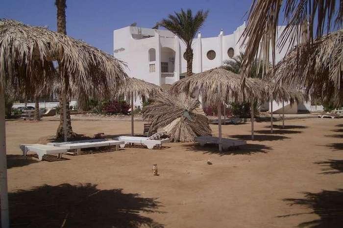 Заброшенный отель (25 фото)