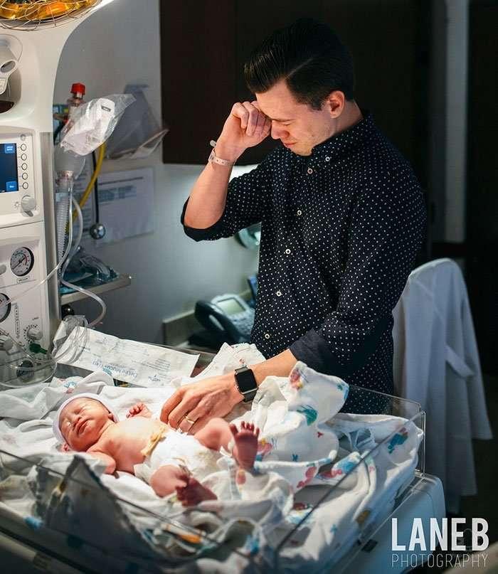 Трогательные фотографии отцов, присутствовавших при рождении ребёнка