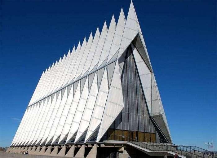 20 самых странных церквей и соборов мира (20 фото)