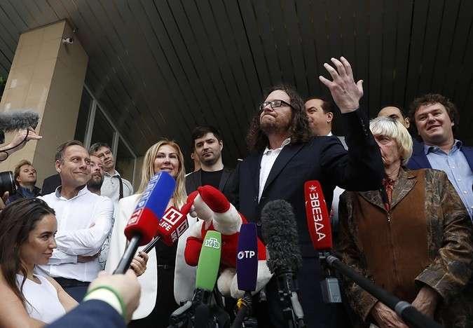 -Великий комбинатор- на свободе: суд отпустил Сергея Полонского (2 фото)