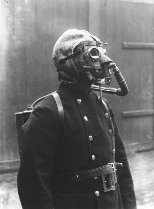 Удушливые и ядовитые газы! (Памятка солдату) (8 фото)
