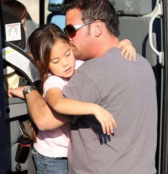 15 фотографий звёздных отцов и дочерей, приводящих в смятение (16 фото)