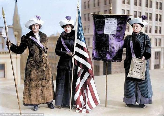 Первая феминистка: ты помнишь, как все начиналось? (13 фото)