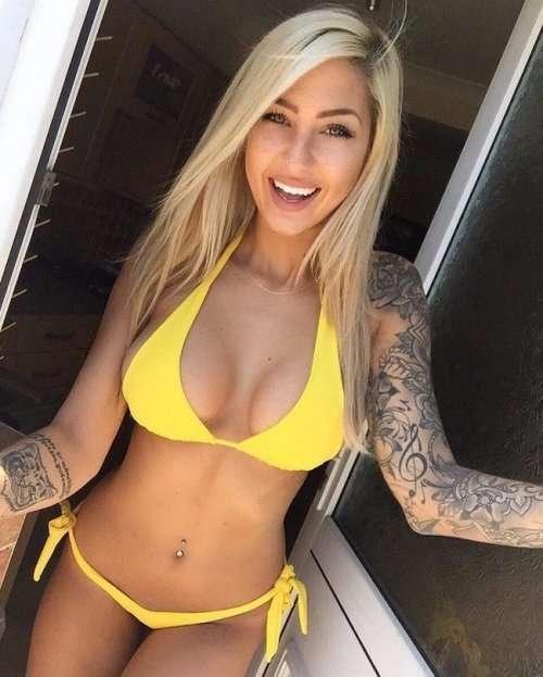 Соблазнительные девушки с татуировками (24 фото)