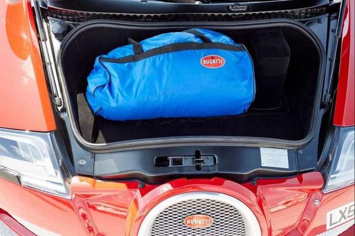 Этот красный Bugatti Veyron на самом деле синий (17 фото)