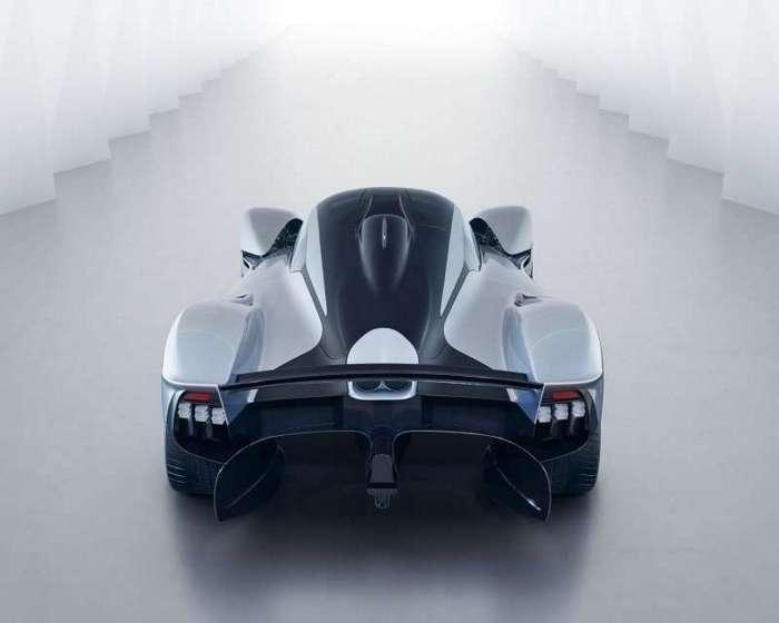 Aston Martin показал фото предсерийного гиперкара Valkyrie (8 фото)