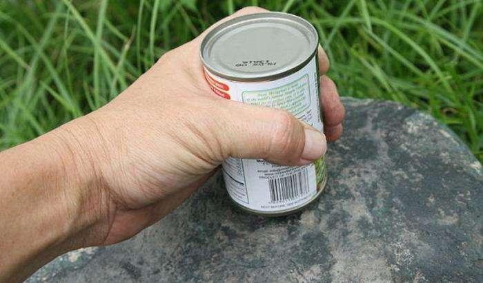 Как открыть консерву, не используя нож (4 фото)