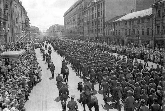 Парад побеждённых. Как немцев по Москве водили (7 фото)