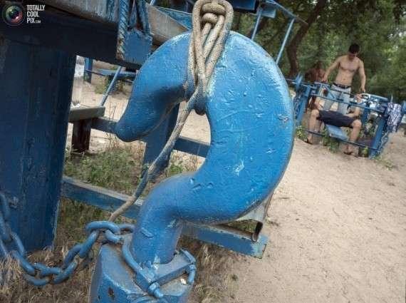 Самая суровая в мире качалка (19 фото)
