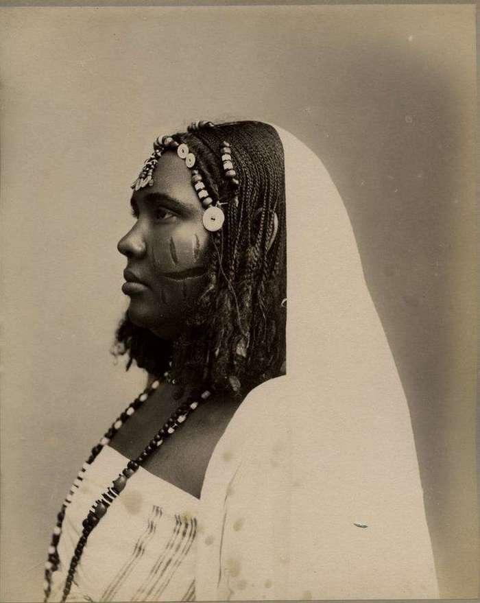 Неизвестная Африка. Фотографии 1870-1930 годов <br><br><b><b>Женщина из Судана, начало XX века</b></b><br><img class=