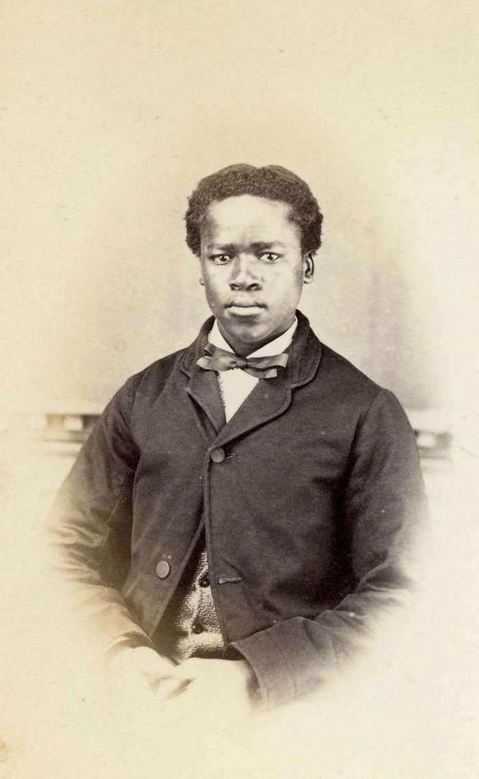 Неизвестная Африка. Фотографии 1870-1930 годов <br><br><b><b>Христианин из Южной Африки, 1860-е годы</b></b><br><img class=