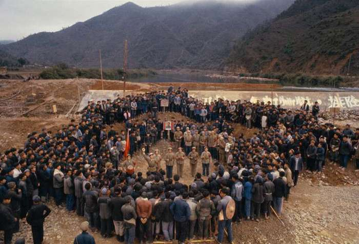 Красный Китай 1966 года глазами китайского фотографа <br><br><b> <b>В окружении народных масс:</b> </b><br><img class=