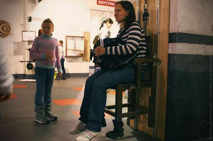 Музей -Экспериментаниум- Блоки в действии. Подними своего ребенка с помощью блока.