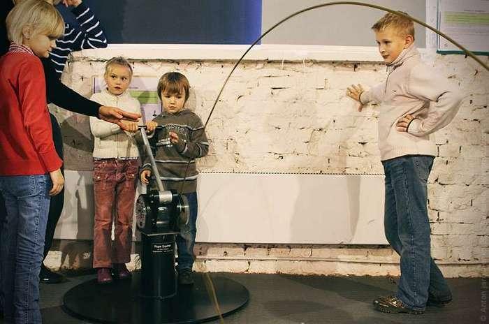 Музей -Экспериментаниум- Много интерактивных игр для детей.