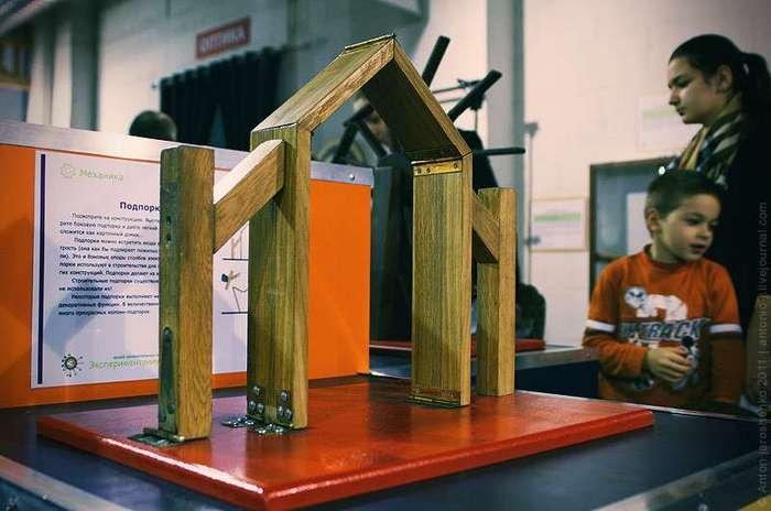 Музей -Экспериментаниум- Модели предполагаемых вечных двигателей в ассортименте.