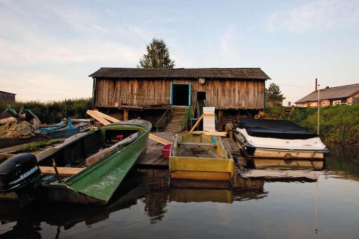 Русское фермерство без глянца: история москвички, которая отправилась покорять замкадье <br><br>Пять лет назад она перебралась из мегаполиса в маленький Галич. Ее ждал пустынный городок, заброшенный рыбхоз, отвыкшие от постоянной работы местные жители. Она верила, что все может быть по-другому.<br /> <br><b><b>Полпятого</b></b><br><img class=