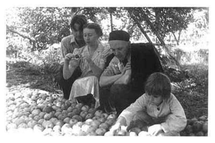 Интересные фото знаменитых людей <br><br>57 лет вместе: Уинстон Черчилль и Клементина Хозьер<br /> <img class=