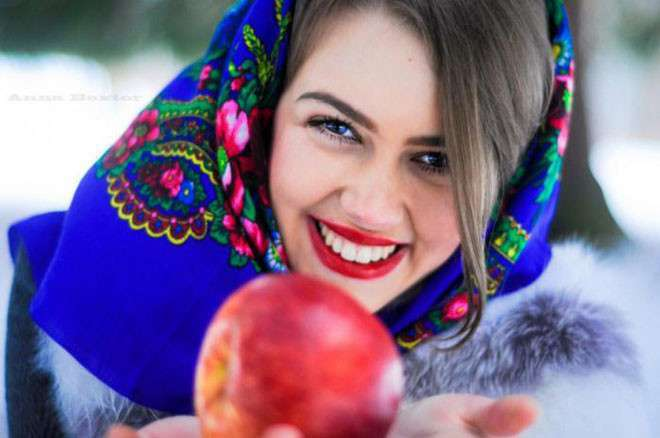 10 стран с самыми красивыми женщинами <br><br>Бразильские женщины, как блондинки, так и брюнетки, известны своими спортивными и привлекательными телами, а также милыми лицами. Эти прекрасные женщины обладают смуглым цветом лица, а их кожа привлекательно блестит. Многие самые красивые спортсменки родом из Бразилии. Ну и, конечно же, невозможно не отметить, что треть стран в этом списке относится к Южной Америке. Выводы можете делать уже самостоятельно.<br /> <br><b> <b>Россия</b> </b><br><img class=
