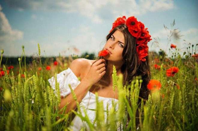 10 стран с самыми красивыми женщинами <br><br>Французские женщины известны своей открытостью, энергией, а также тем, что они всегда следуют моде. Местные женщины являются очень изысканными и при этом крайне романтичными. Вряд ли для кого-то стало сюрпризом появление в рейтинге француженок, так как они являются образцом женской красоты в Европе уже довольно давно.<br /> <br><b> <b>Украина</b> </b><br><img class=