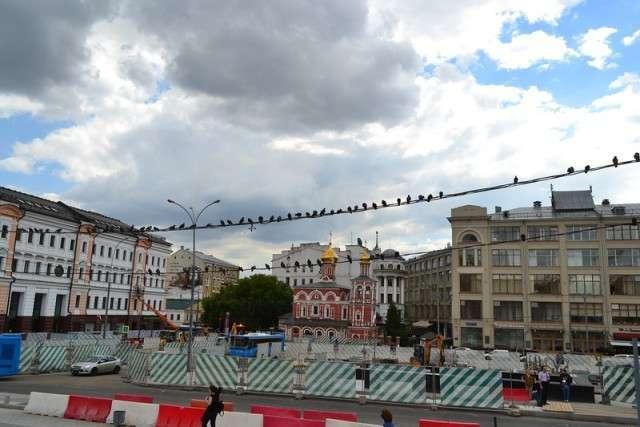 Интересные и редкие фотографии <br><br>Перед нами один из самых старых снимков площади Варварских Ворот в Москве, который датируется примерно 1860-ми гг.;16. В том же ракурсе, сегодня.