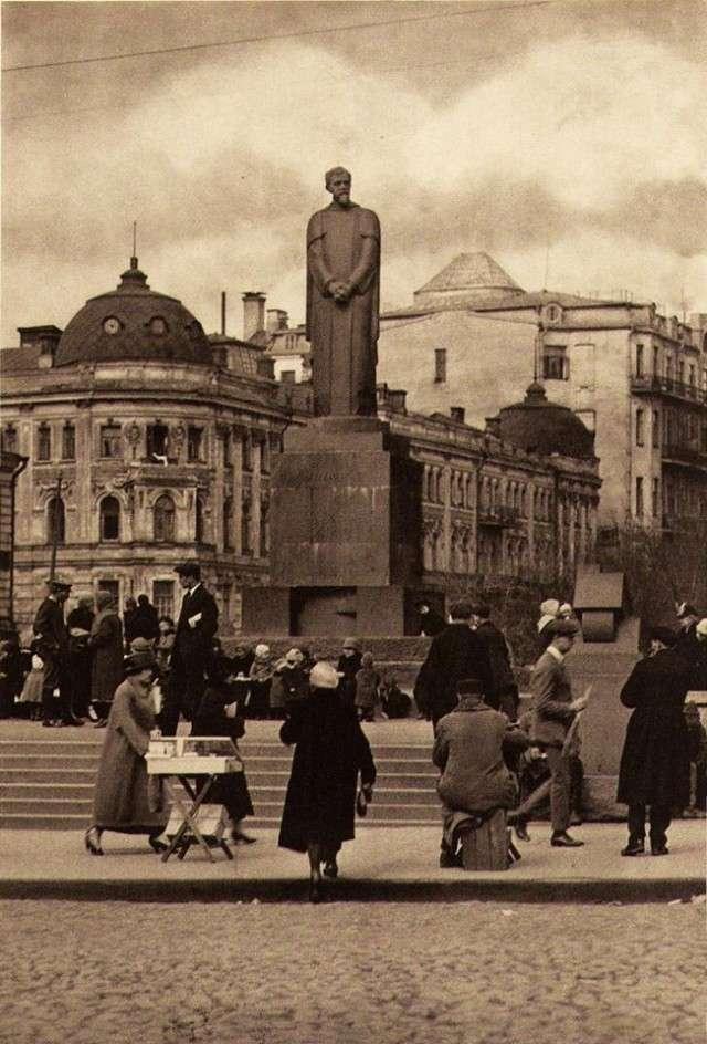 Интересные и редкие фотографии <br><br>Журнал Чиж, 1931 г.;24. Писающий мальчик Тимирзяев. Фото 1928 г.