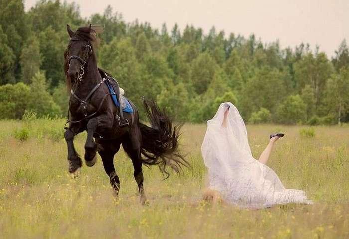 Не женское это дело, но им ведь тоже любопытно! <br><br><b> <b>Не женское дело - на коне скакать. Тут принц нужен...</b> </b><br><img class=