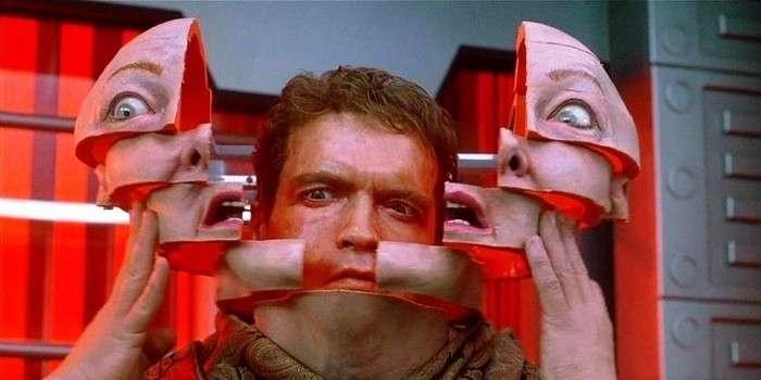Легендарный фильм -Вспомнить все-: секреты спецэффектов <br><br>Несколько механических копий голов пришлось использовать в сценке с разряженной атмосферой и раздувающимися лицами.<br /> <img class=