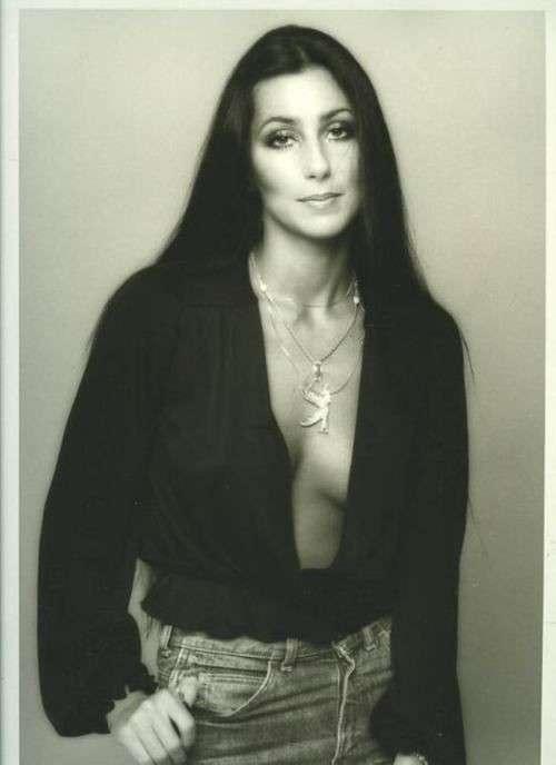 Интересные фотографии известных людей <br><br><b> <b>Шер, 1976 год</b> </b><br><img class=